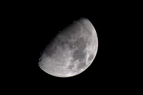Test:  FZ200 + DMW-LT55 1.7X Teleconverter Moon Shot