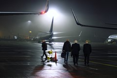 Early Risers, 737s & a Foggy Misty Morning