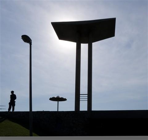 P1020317birdsforDaverio-WWII monument