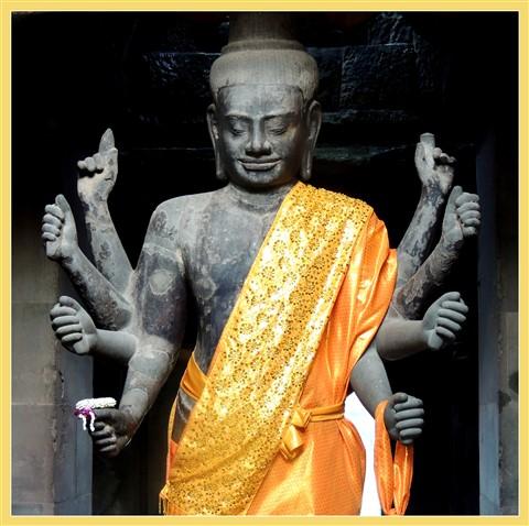 Vishnu statue Angkor Wat