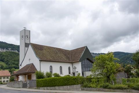 Church Full (28-300 vs. 24-120) (2 of 2)