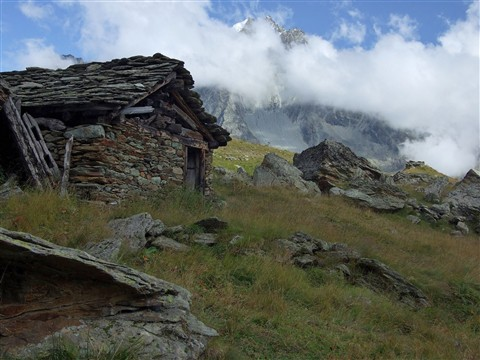 418 Morning at the old hut