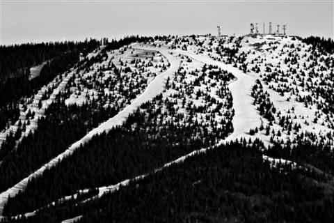 2012-02-01_16-22-18 • NEX-5N + NEX-R+APO 2x+APO 1.4x+R-V 14127+Telyt 560mm f5.6 = 235.2mm - S.F.Ski.Area Detail_00_B&W_l