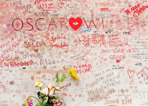 Paris: Oscar Wilde tomb