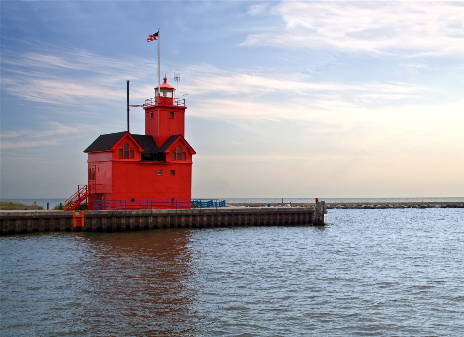Big red lighthouse holland mi bikerguy galleries for Tiny house holland michigan