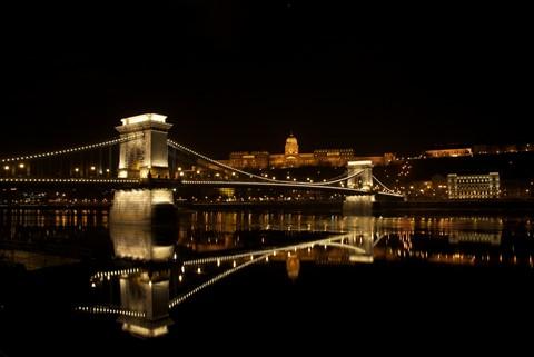 budapest, chain bridge + buda castle by night__SYL7550