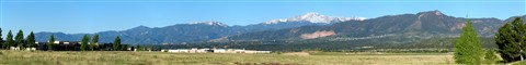 Pikes_Peak_panorama_small