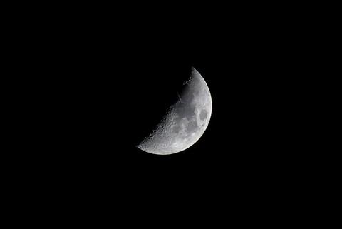 FZ200 Moon Shot