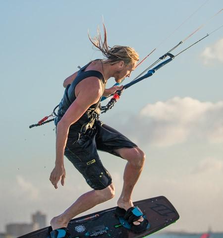 Aruba Kitesurfing | Climbing into the Aruba sky