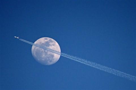 MoonPlane1600
