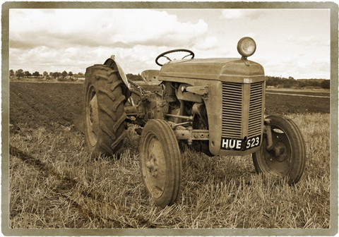 TRA 023 MF Old Grey Tractor
