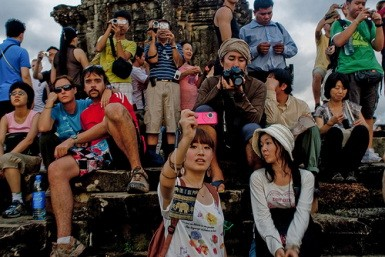 Tourists_at_Angkor