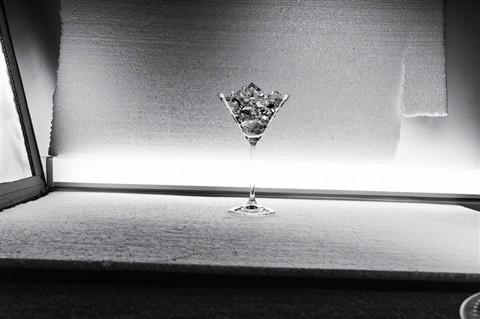 A glass of ice (original frame)